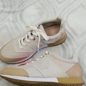 Taryn Rose sneakers size 9.5 New